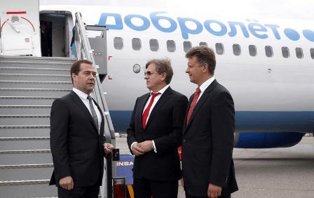 El primer ministro de Rusia, Dimitri Medvedev, visitó el avión antes de volar / Foto: Twitter del Gobierno de Rusia