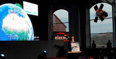 MIguel Belló, director general de Elecnor, explicó el proceso del lanzamiento