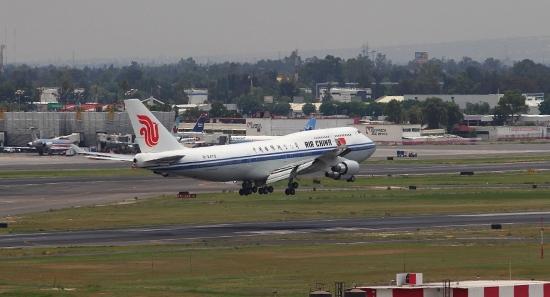 Boeing de 747 de Air China, en ekl Aeropuerto Internacional Ciudad de México / Foto: AICM