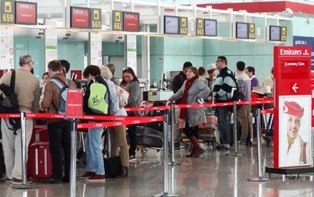 Pasajeros en el aeropuerto de Barcelona / Foto: JFG
