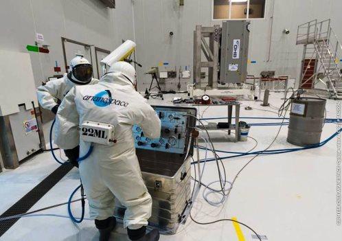 Operación de carga de combustíble en los satélites