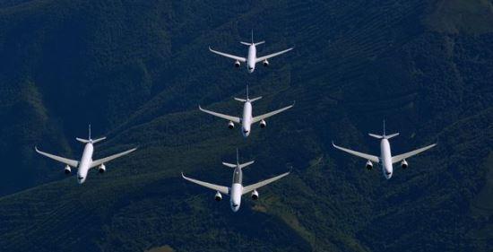 La flota de cinco 350 utilizados para certificar el avión / Foto: Airbus