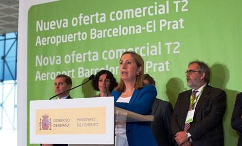 La ministra Ana Pastor, ayer en la T2 de Barcelona - El Prat / Foto: Fomento