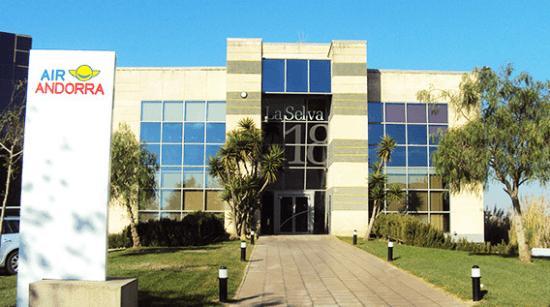 Edificio en el que tiene su sede Air Andorra, en el Prat de Llobregat