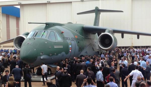Presentación del avión militar de transporte KC-390 / Embraer