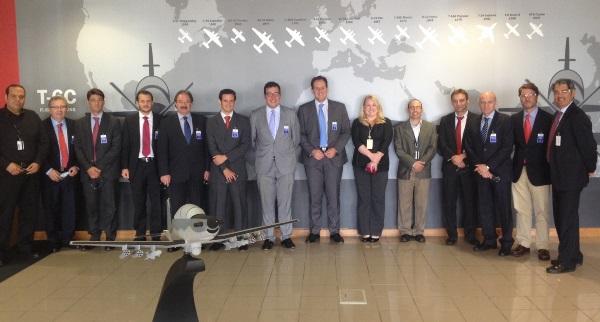 Imagende grupo tomada durante la visita a la empresa Breechcraft