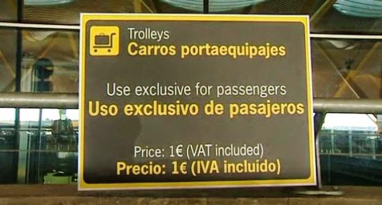 Letrero informativo colocado en el aeropuerto de Madrid-Barajas