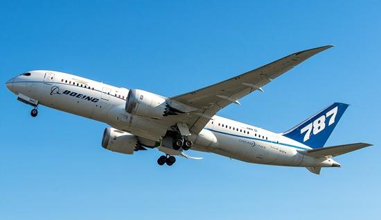 Primer vuelo del 787 ecoDemostrator / Boeing
