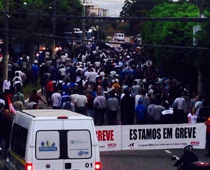 Trabajadores en huelga regresan a sus casas. La foto se publicó en Facebook el 6 de noviembre