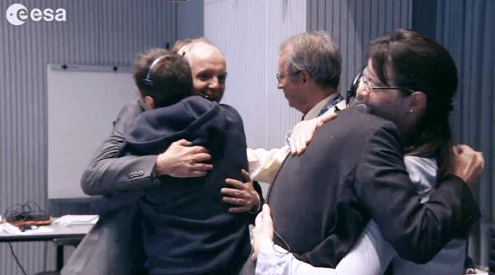 Los responsables de la misión se felicitan / Vídeo ESA