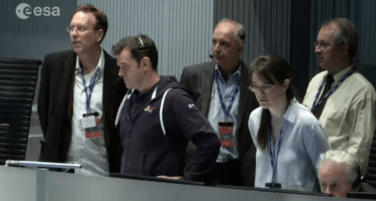 Los jefes de la misión, expectantes durante el descenso del módilo Philae / Vídeo ESA