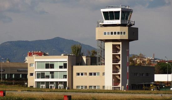El nuevo edificio terminal del Aeropuerto de Sabadell y la torre de control
