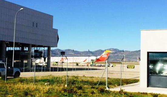 El avión de Air Nostrum, en el aeropuerto de Castellón / Foto: Villarreal CF