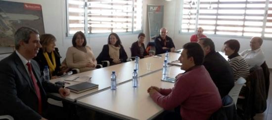 Alejandro Ibrahim, a la izquierda, acompañado por los representantes de los municipios y pedanías