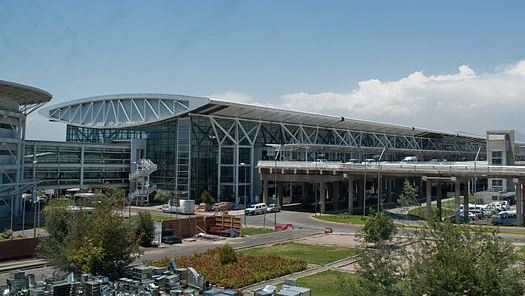 Terminal del aeropuerto Arturo Merino Benítez de Santiago / Wikipedia