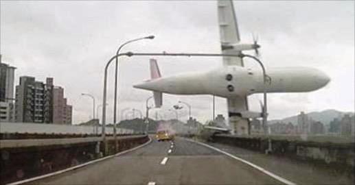 El avión, en el momento del accidente