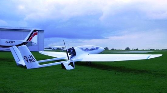 Imagen del primer avión híbrido. Las baterías están colocadas en las alas