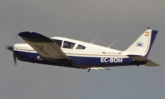 Uno de los aviones de Dream Flyers despegando del Aeropuerto de Sabadell