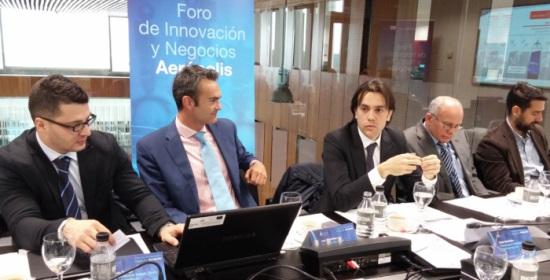 Un momento del encuentro de trabajo mantenido hoy con los directivos de Alenia en Aerópolis