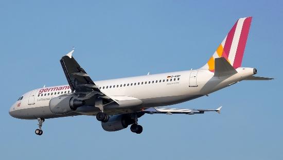 Un A320 de Germanwings, en el aeropuerto de Barcelona / Adolfo Malet
