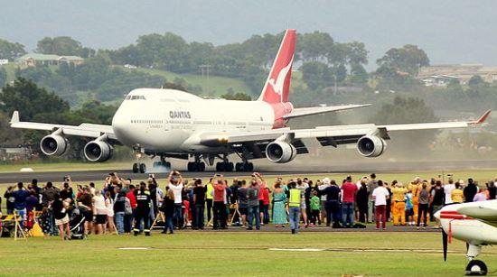 Aterrizaje del B747-400 VH-OJA, en el aeropuerto de Illawara / Wikipedia