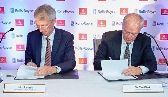 John Ris y Tim Clark (CEO de Emirates), durante la firma del contrato