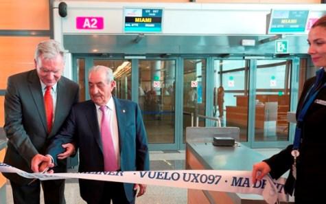 Enrique Román Director de I+D de Boeing y Juan José Hidalgo, Presidente de Globalia en el vuelo inaugural Madrid-Miami con el Boeing 787, hoy en Madrid-Barajas