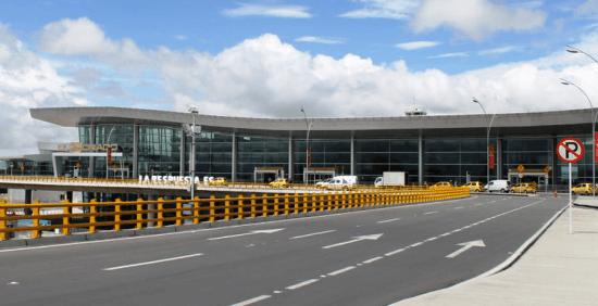 Exterior del aeropuerto colombiano