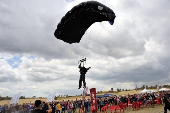 Habrá exhibiciones de paracaidismo