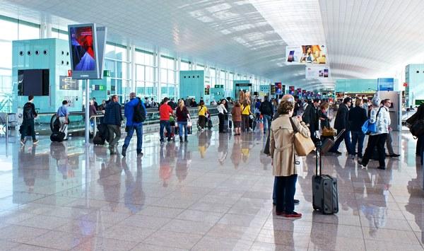 Interior de la Terminal T1 de Barcelona-El Prat / Aena