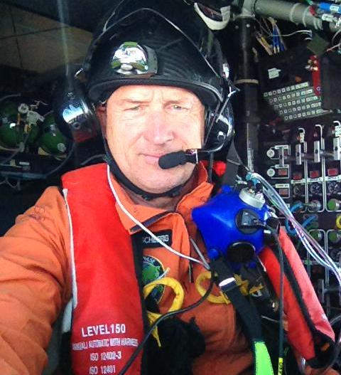 André Borschberg, hoy en vuelo en el Solar Impulse. Foto publicada en su cuenta de Twitter