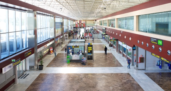 Terminal del Aeropuerto Tenerife Sur / Aena