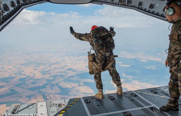 Un paracaidista francés salta desde un A400M / Ejército del Aire de Francia