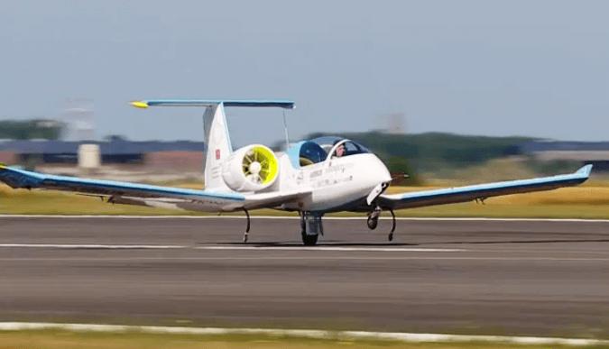 Aterrizaje del E-Fan en Calais