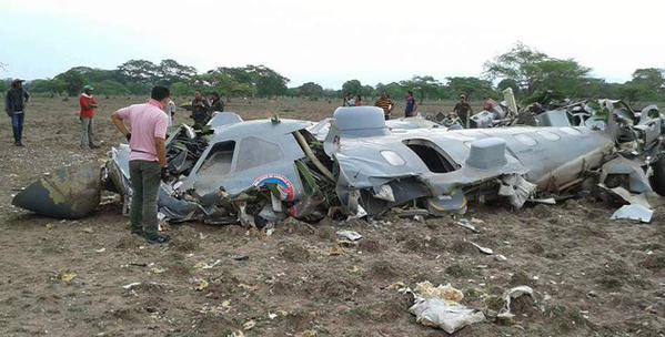 Mueren 11 militares colombianos al estrellarse un CN235