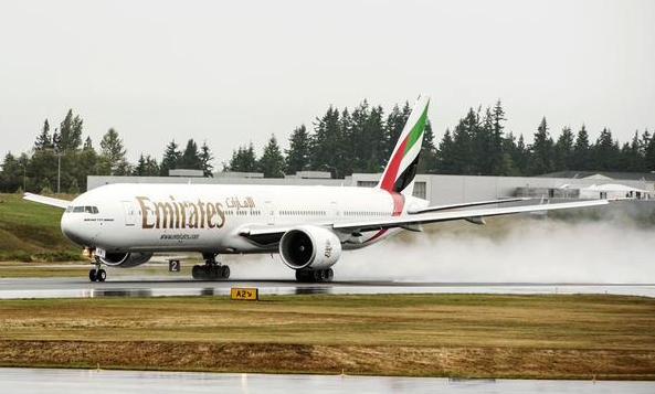 Uno de los nuevos Boeing 777 que ayer incorporó Emirates