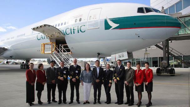 Entrega del avión a representantes de Cathay / Foto: Boeing