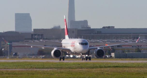 El CS100, en el aeropuerto de Toronto / Bombardier