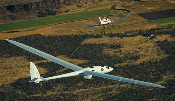 como o podía ser de otra manera, un avión remolcó el Perlan 2 / Foto: Grupo Airbus