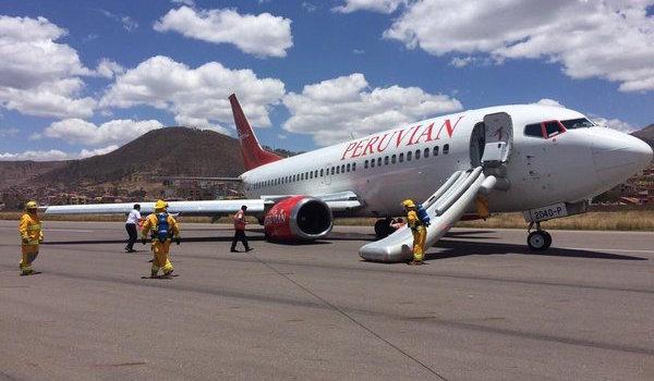 El avión de Peruvian Airlines, en la pista de Cusco / Foto: Twitter de Enzo Chaparro: @enzochaparro