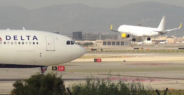 Operaciones aéreas en el Aeropuerto de Barcelena, en septiembre de 2015 / JFG
