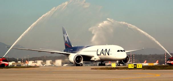 Llegada del avión al aeropuerto de Milán