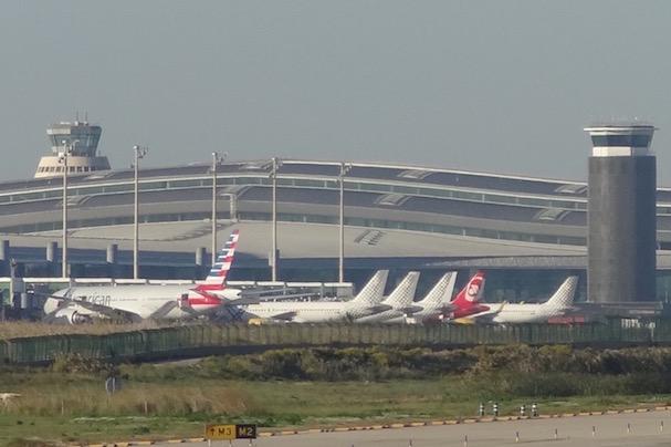 Aviones junto a la T1 del Aeropuerto de Barcelona-El Prat / JFG