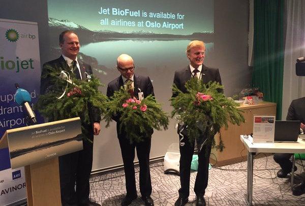 Representantes del Gobierno noruego y del Aeropuerto de Oslo, en la presentación del servicio / @samferdselsdep