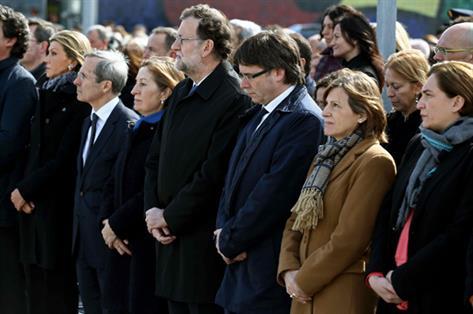 En la imagen, el presidente del Gobierno en funciones, Mariano Rajoy, el presidente de la Generalitat de Catalunya, Carles Puigdemont, la presidentadel Parlament, Carme Forcadell, la ministra de Fomento, Ana Pastor, y la alcaldesa de Barcelona, Ada Colau