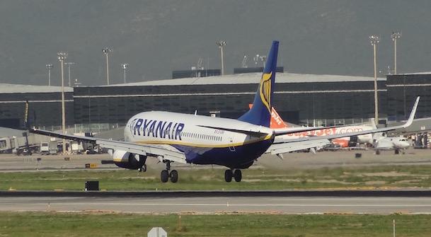 Un avión aterriza en la pista 07L/25R / AeroTendencias.com