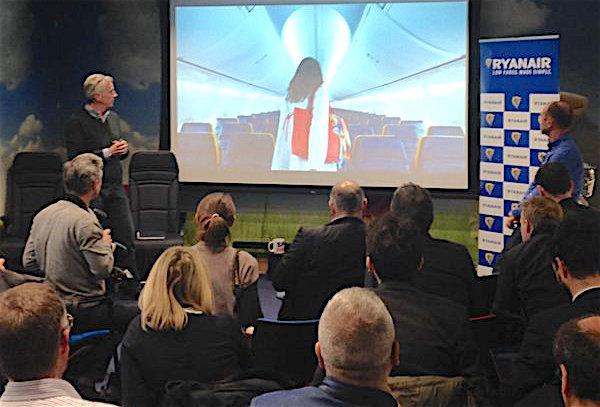 Michael O'Leary, a la izquierda, hoy durante la presentación de los nuevos servicios / Ryanair