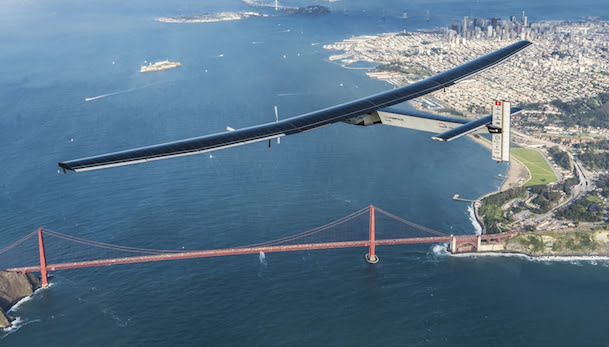 El Si2, sobrevolando el puente Golden Gate de San Francisco / Solar Impulse