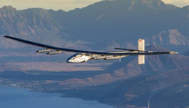 El Solar Impulse 2, durante un vuelo en Hawai