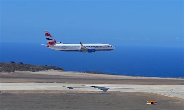 Un vuelo de prueba realizado en abril detectó turbulencias y cizalladura de viento en la aproximación final
